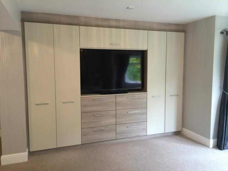 Lloyds Made to Measure fitted wardrobes